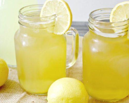 laeskende-lemonade-med-et-twist-af-lavendel-thumbnail